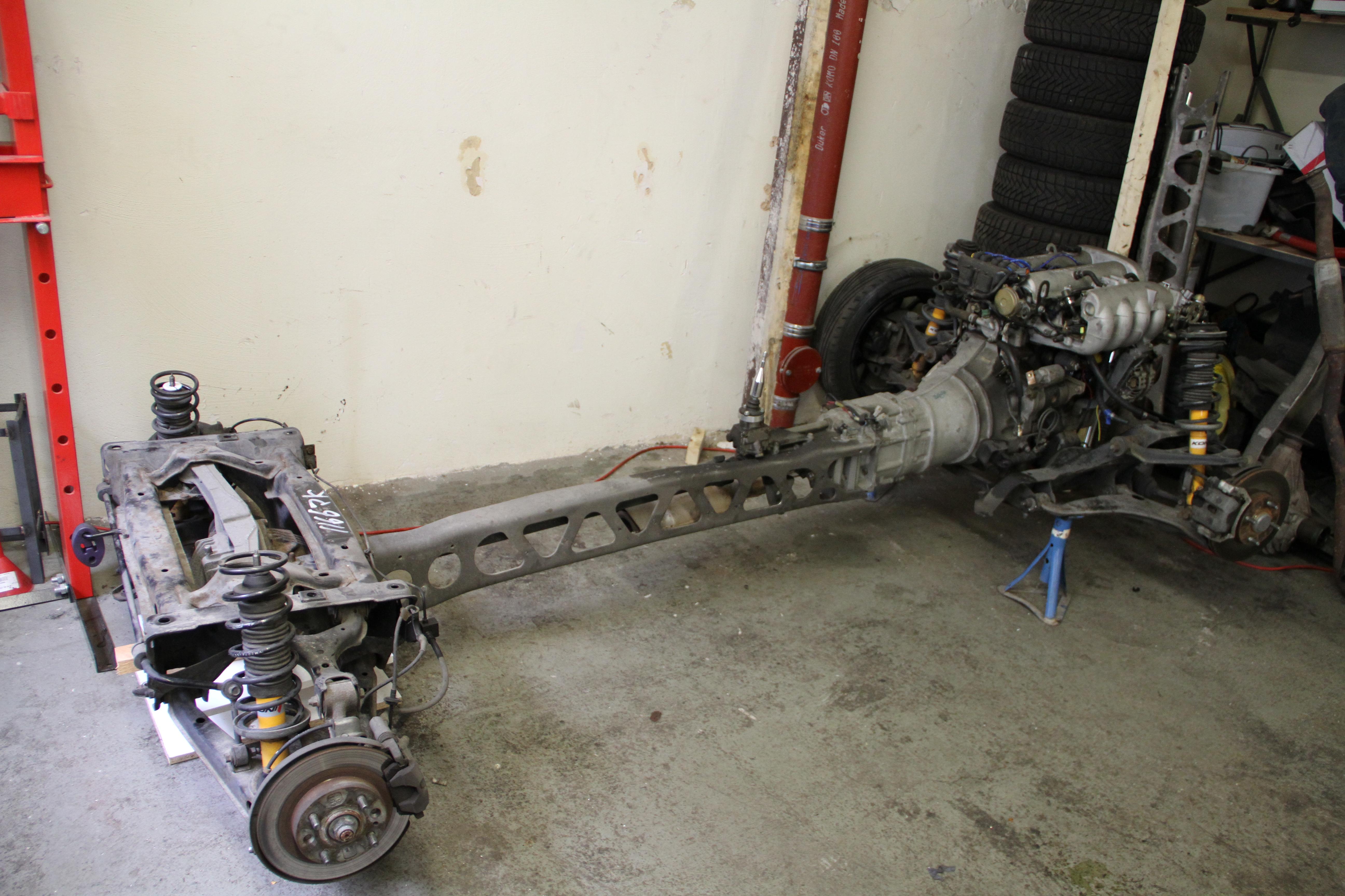 Fahrwerkskomponente + Motor ausgebaut